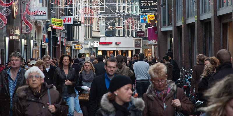 Topdrukte in de Amsterdamse Kalverstraat
