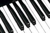De eerste synthesizers waren monotoon. Ze konden slechts 1 toon tegelijkertijd produceren
