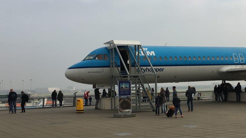 Overname van de KLM, KLM vliegtuig op het panoramaterras op Schiphol