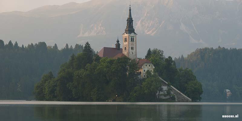 Het schilderachtige meer van Bled in Slovenië