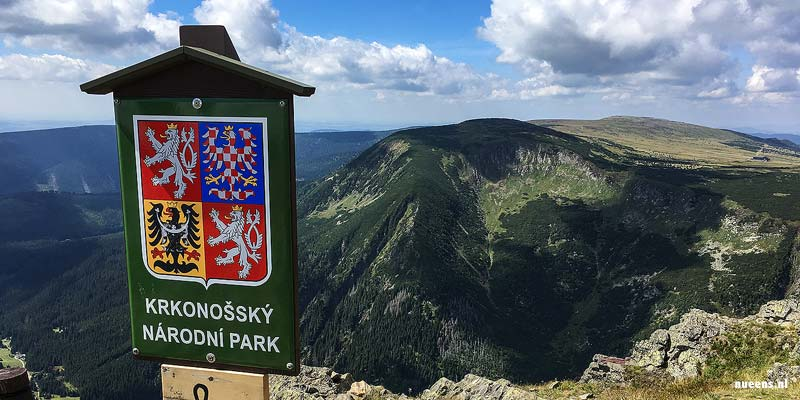 De Snezka op de grens met Polen. De berg is de hoogste top van Tsjechië