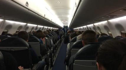 Stewardess overleeft val van 10km hoogte, Vliegen