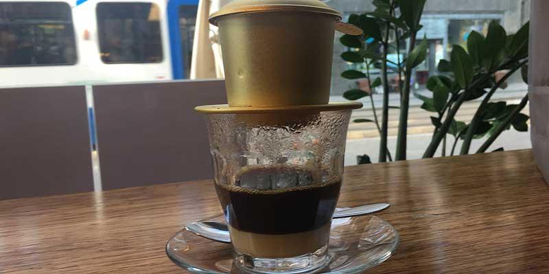 Een Vietnamese koffie. Ergens in een koffie barretje in Amsterdam