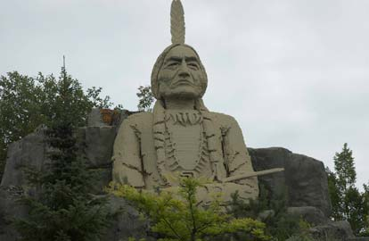 Wounded Knee, Een reusachtige Indianenbeeld in Legoland
